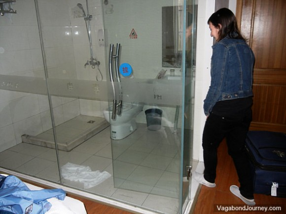 see through glass bathroom walls in hotels in china