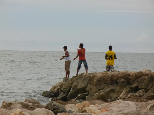 Fishermen of the colombian caribbean for Hand line fishing